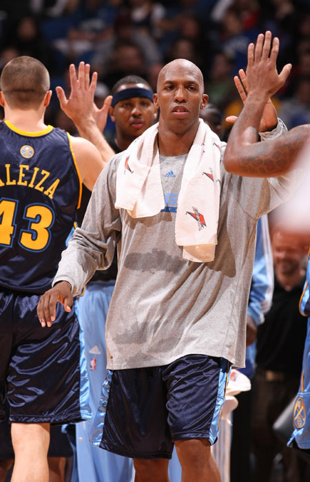 图文:[NBA]掘金胜森林狼 比卢普斯拍手庆祝