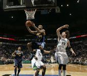 图文:[NBA]掘金胜森林狼 琼斯上篮