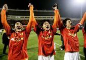 图文:[中超]山东0-0广州夺冠 尽情欢呼