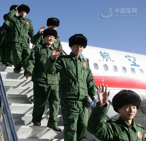 武警部队首批进藏新兵抵达拉萨贡嘎机场图片