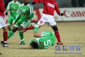 图文:[中超]北京2-0成都 陶伟遭遇黑脚