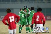图文:[中超]北京2-0成都 黄博文与队友庆祝