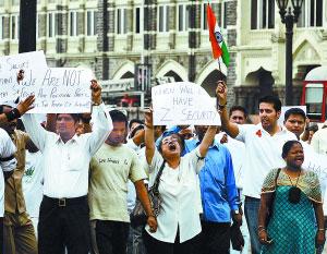 抗议的民众