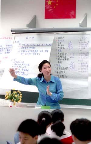 北京某重点中学老师在青春期性教育第一课上听完学生对青春期感受的发言后进行总结,引导学生正确认识和对待青春期性心理变化。