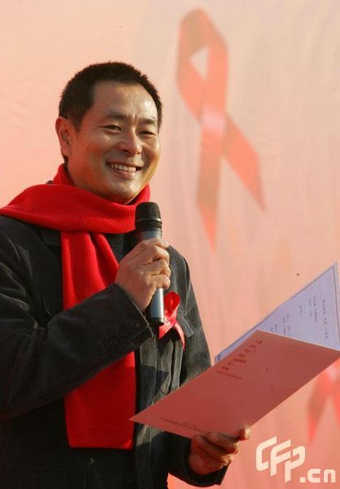 """约翰逊艾滋病_明星出任""""防艾""""大使 构筑爱心共抗艾滋-搜狐娱乐"""