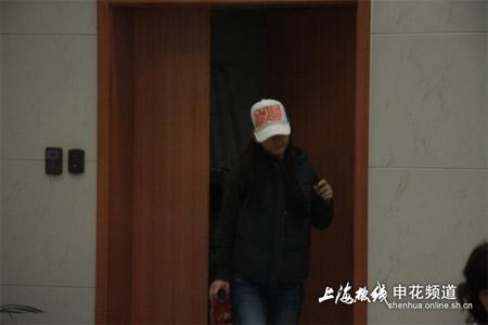 期间一神秘女子离开,有人猜测这就是事件的关键人物——徐咏女友