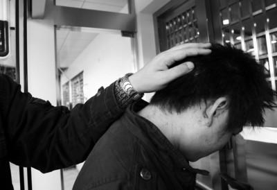 徐先生头部有明显的伤痕