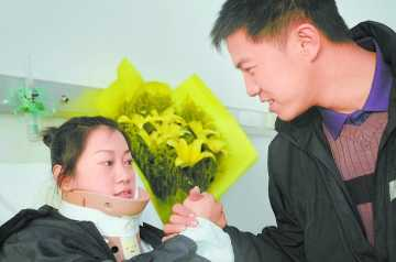 朱一丹(左)
