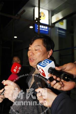 毛剑卿姑父接受采访,称其是个普通人 新民网 徐媛媛 摄