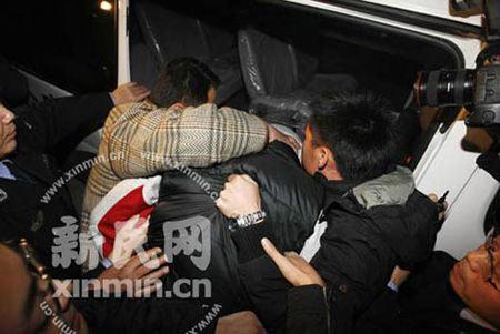 上海申花队球员毛剑卿打人被拘7天罚500(图)