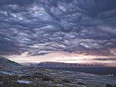 """格陵兰岛天空现""""末世景象"""" 如电影画面(图)"""