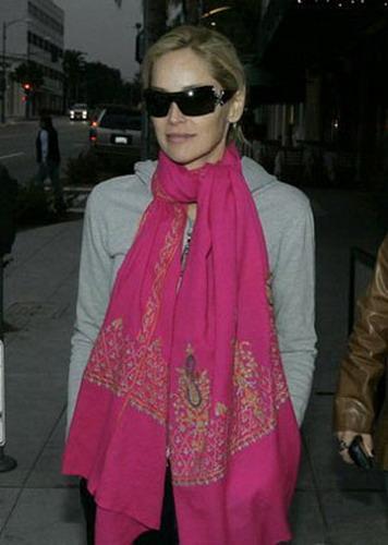 棉麻围巾示范搭配-搜狐女人