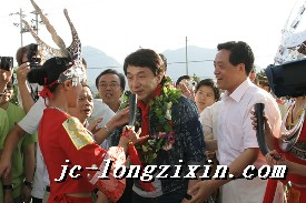 黔南民族师范学院欢迎仪式上