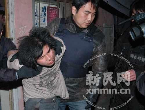 肇事者被特警队员制服 袁振摄