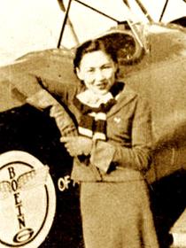 我国最早女飞行员艳惊西方