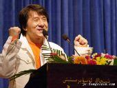 成龙在新疆大学演讲