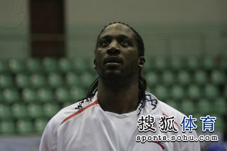 CBA第九轮广东vs江苏 积臣比赛前