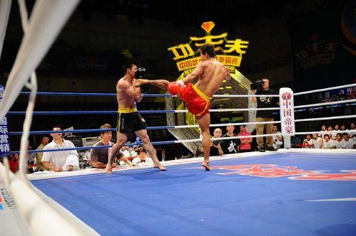 图文:姜春鹏过往战绩一览 姜春鹏飞起一脚