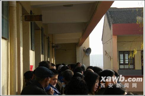 宝鸡渭滨区八鱼镇淡家村换届选举时两次占用村小学场地,引来村民不满。