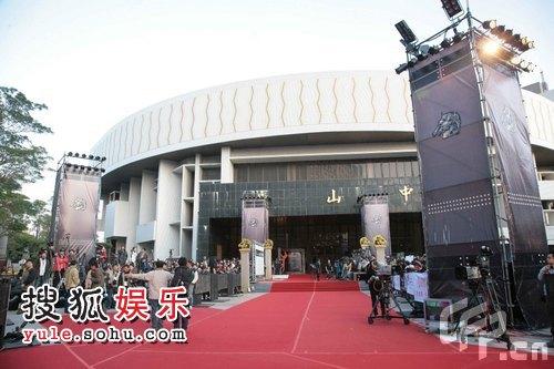 金马奖红毯将开始 粉丝等待众星到场 中山堂外
