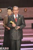 组图:常枫献身演艺工作60多年 获终身成就奖
