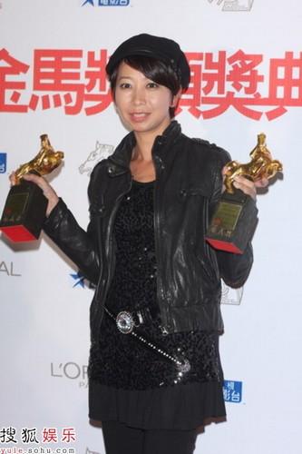 图:郭惠玲领取最佳视觉效果奖