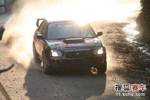 图文:邵武汽车拉力赛次日 阳光下的赛车