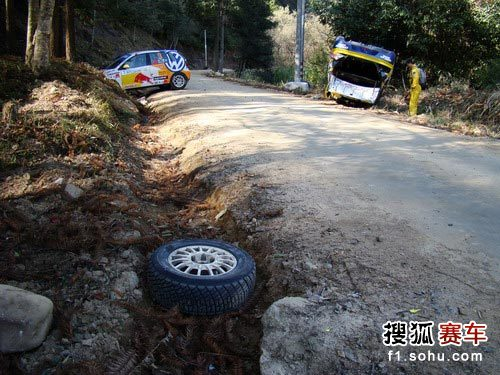 图文:邵武汽车拉力赛次日 脱落的轮胎