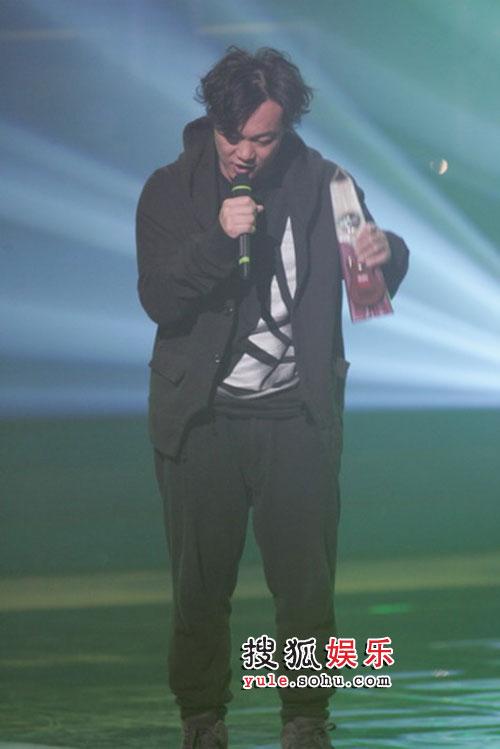 TVB8金曲颁奖礼现场精彩图片 陈奕迅紧握奖杯