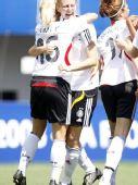 图文:[女足世青赛]德国5-3法国获季军 拥抱狂欢