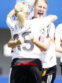 图文:[女足世青赛]德国5-3法国获季军 笑容灿烂