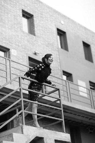 """奥运冠军杜丽在网上发布""""渔网装""""性感照片"""