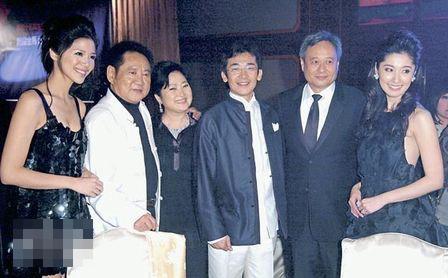 李安(右二)答应为魏德圣(右三)担任新戏顾问,为台湾电影打下强心针。