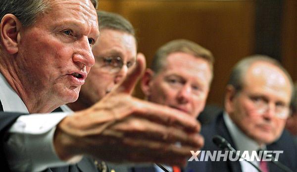 美国克莱斯勒公司总裁兼首席执行官纳尔代利 右一 出席美国国高清图片