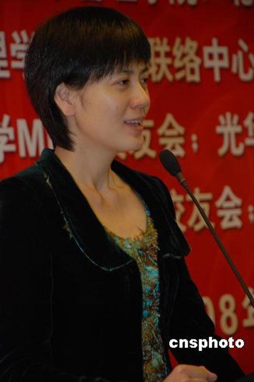 著名主持人杨澜和央视主持人沈冰获得了2008年度