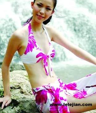 因为只有穿比基尼泳装才能展示女子健美运动员的腹部
