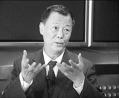 阳光明媚,在国家统计局总经济师姚景源的办公室,听他谈及改革开放三十年来消费的变化,言语风趣,滔滔不绝。