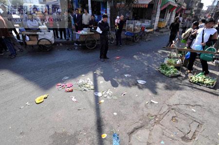 城管驱赶小贩引燃氢气球 致女贩脸部被灼伤(图