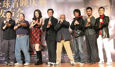 导演叶伟信、洪金宝、熊黛林、监制黄百鸣(左一至左四)、甄子丹(右一)