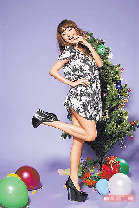 身高178公分的王丽雅穿上LV楔型鞋看起来腿更长。鞋8166元