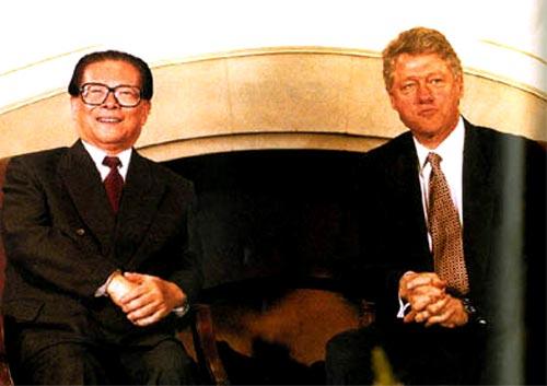 1993年11月19日至20日,应美国总统克林顿的邀请,中国国家主席江泽民赴美国西雅图出席亚太经济合作组织领导人非正式会议。