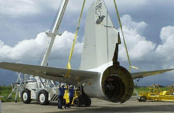 被拆解准备运回美国的EP-3侦察机