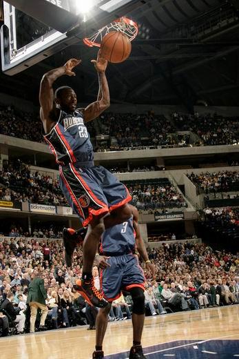 图文:[NBA]山猫胜步行者 理查德森大力灌篮