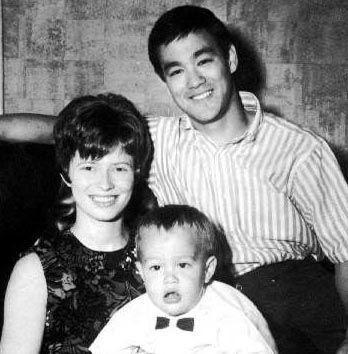 李小龙和妻子_真正的李小龙和妻子琳达的生活老照片-搜狐旅游
