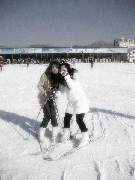骚逼性感美女乱伦小�_北京现在好多雪场还没开业,前两周滑雪我都没去,这次也是被逼的.