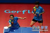 图文:乒联总决赛双打首日 帖雅娜摆短