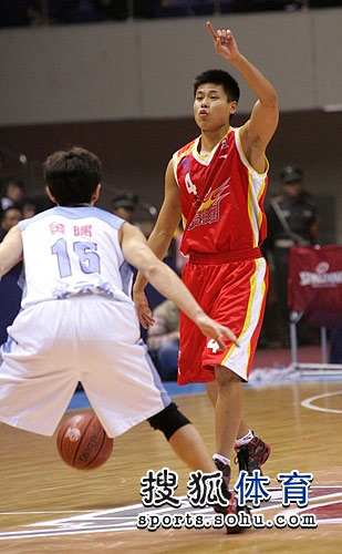 图文:CBA第十二轮陕北京vs青岛 李光组织进攻