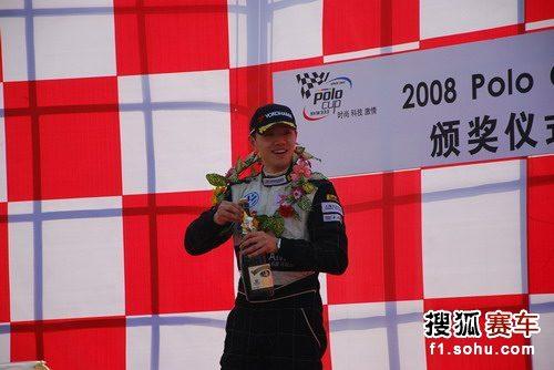 图文:POLO杯第七、八分站 冠军车手龙凌云