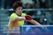 图文:冯天薇4-3刘佳晋级四强 冯天薇奋力回球