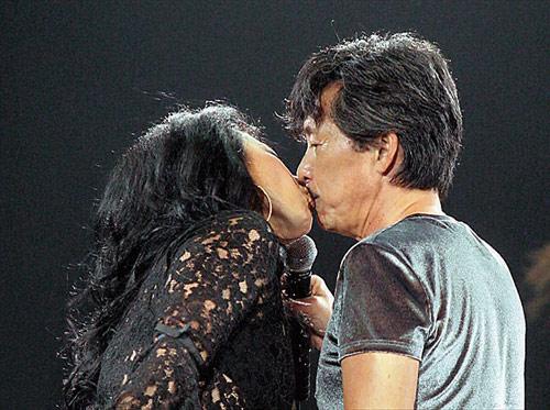 叶倩文曾在林子祥个唱上献吻,这样的画面,永远不会再出现